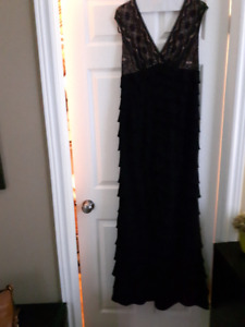 Adrianne Papell Size 8 long gown