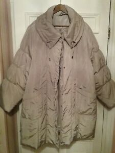 2 WOMEN'S QUILTED WINTER COATS