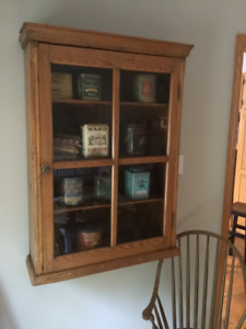 Antique Display Cabinet/ Armoire vitrée antique