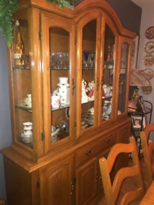 Solid Oak extendable dining table w/6 chairs and buffet hutch