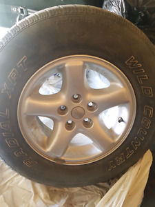 Set of 4 jeep tires with rims 225/75R15