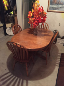 Oak Pedestal Table and 4 Chairs Dining Set