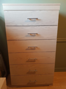 Gently used 6-drawer chest! In great condition