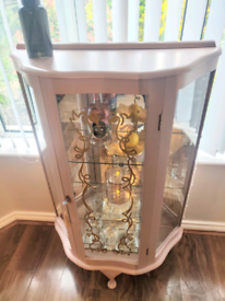 How stunning is this retro gin cabinet! Blush pink and gold