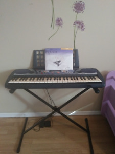 Yamaha Keyboard PSR-260 With Stand