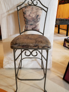 High chair with a  metal bottom-Great Condition
