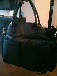 Skip hop downtown chic diaper bag....great condition!