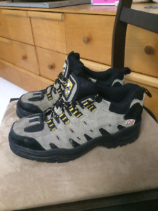 Work shoes - steel toe