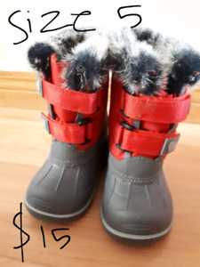 New snow boots size 5