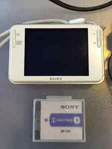 Like New SONY Cyber Shot DSC-T2 Digital Camera- White Kitchener / Waterloo Kitchener Area image 4