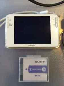 Like New SONY Cyber Shot DSC-T2 Digital Camera- White Kitchener / Waterloo Kitchener Area image 4