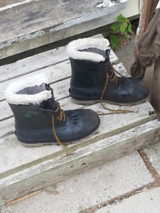Mens steel toed winter work boots size 9