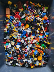 1.65kg of random Lego Minifigures and accessories, Lots of themes