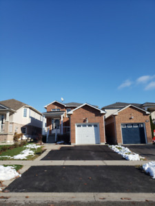 2+2 Bedrooms detached house for lease in Bowmanville