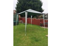 GREEN 2.7x2.7ft OUTDOOR GARDEN GAZEBO WITH STORGE CASE AND BOX
