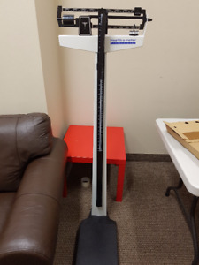 PHYSICIAN SCALE - HEALTH-O-METER PROFESSIONAL VIRTUALLY NEW