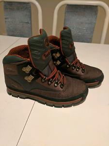 Timberland hiking boots size 9
