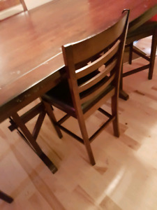 Dining table need gone asap recently reducrd
