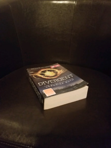 Divergent Book (Unread - Great Condition)