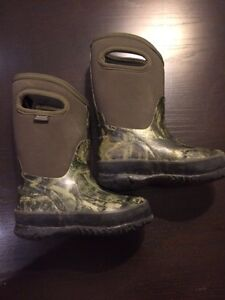 Boys bogs size 9 Peterborough Peterborough Area image 1