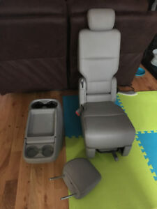 2012 Honda Odyssey Chair, console and head rest