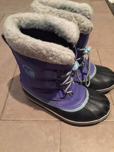 Girls sorel Water proof winter boots size 5