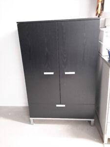 Meuble de rangement avec portes et tiroirs