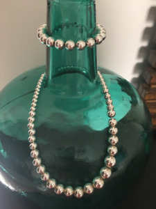 Tiffany bead necklace and bracelet/like new.