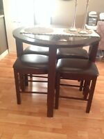 Ashley Furniture Table & chairs set- excellent condition!
