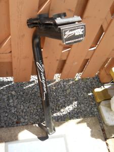 Support a vélo pour attelage de remorque. Prix a la baisse.