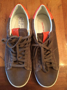 Brand new pair of men's size 8 Calvin Klein shoes