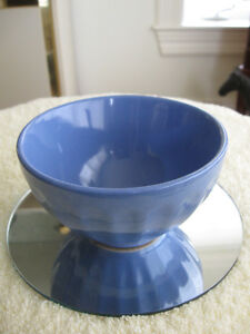 NEAT-SIZED OLD VINTAGE 5 1/2-INCH MIXING BOWL