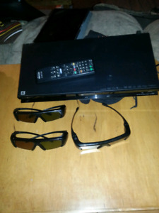 Sony 3D Blue ray Player with 3pair glasses