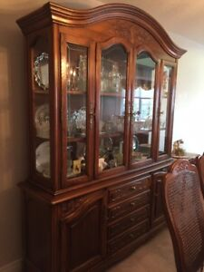 Amazing Solid Wood Diningroom set perfect for Christmas Dinner!
