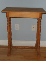 Small antique table / Antique petite table en pin City of Montréal Greater Montréal Preview