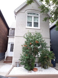 SHARED ACCOM IN A LARGE, 2 BEDROOM APARTMENT @ Bloor/Dovercourt