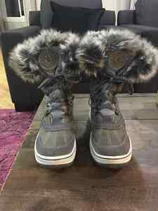 "Like New Size 7 Grey Santana Canada ""Marta"" Boots"