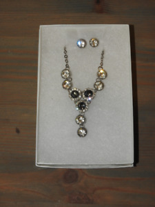 NEW matching earring & necklace set (great gift idea!!)