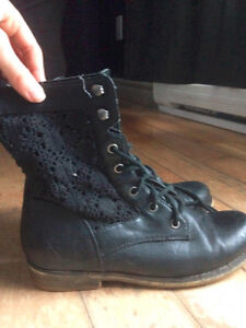 Softmoc lace side combat boots size 8