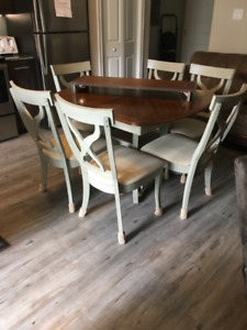 Kitchen Table with 6 chair and center piece