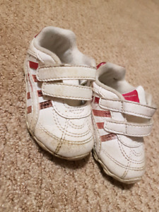 Toddler girl sneakers size 4 Wide