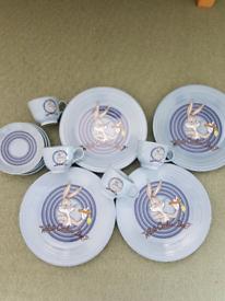 Vintage Warner Bros dinner plates and cups & saucers