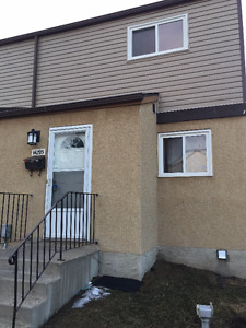 SPACIOUS & PET FRIENDLY 3 BDRM Townhouse! - FREE RENT!!