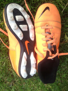 Nike soccer cleats kids' SZ 2