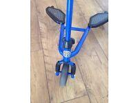 Boys blue flicker type scooter. £7!