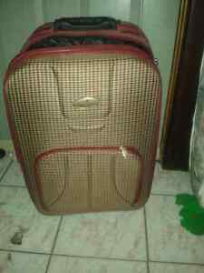 SUITCASE CLEAN AND GOOD CONDITION, CALL #226 344 5107 Windsor Region Ontario image 1