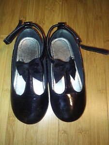 Super cute girls dressy shoes in size 8 Kitchener / Waterloo Kitchener Area image 1