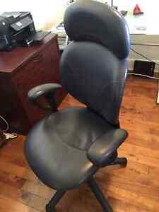 Chaise de bureau et chaise visteur