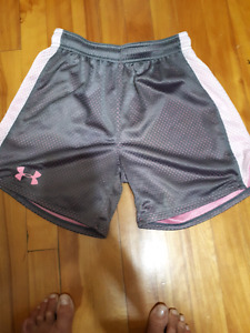 Under armour small more like med puo