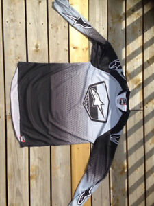 Jerseys,m and bike cover for sale (NEVER WORN gear)
